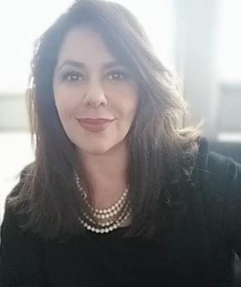 Elisa Robson é jornalista, especialista em Marketing e Negócios e Mestre em Comunicação e Linguagens. É casada com Ronaldo Robson de Freitas e são pais de três filhos.