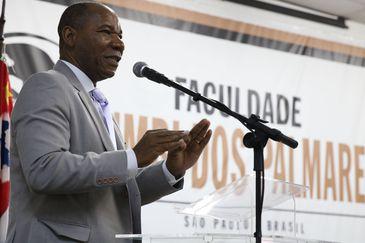 O reitor da Faculdade Zumbi dos Palmares e fundador da ONG Afrobras, José Vicente, fala durante o lançamento da Virada da Consciência, que  ocorrerá entre os dias 18 e 20 de novembro, em São Paulo.